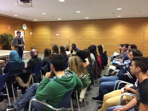 El concejal de Trabajo, Miguel Ángel Vadell, ha alentado a los jóvenes en la sesión de bienvenida. Foto: Ayuntamiento