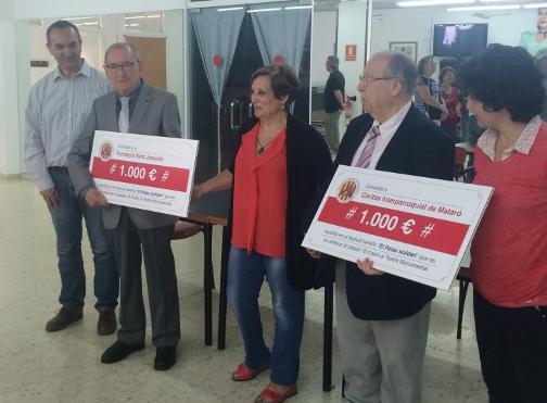Lliurament dels xecs simbòlics de la recaptació. Foto: Ajuntament de Mataró
