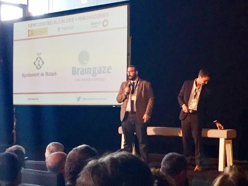 El alcalde, David Bote, acompañado de Laszlo Bax, de Braingaze, durante la presentación. foto Ayuntamiento