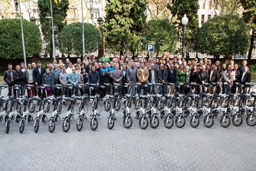 Foto de familia del acto de cesión de bicicletas eléctricas convocado por la Diputación la semana pasada. Foto: Diba