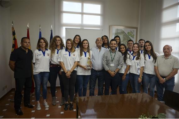 El regidor con el equipo Nou Baloncesto Femenino